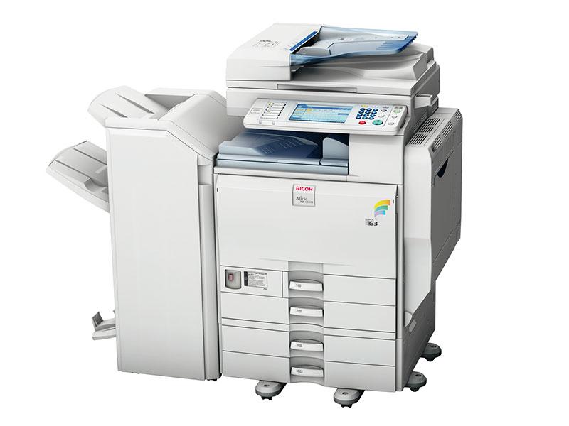 Multifuncional Aficio MP C3003